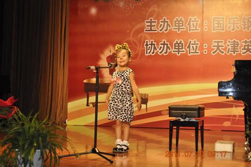好可爱的一只小猫哟!聂赫阳小朋友的童声独唱:小猫跑跑